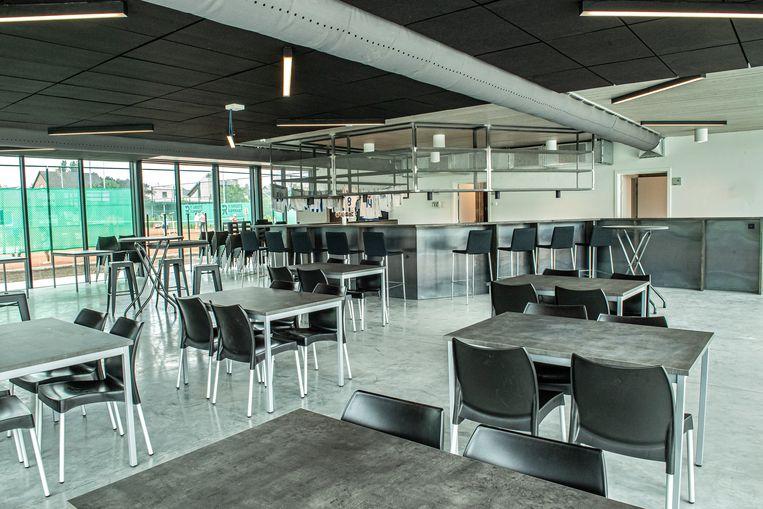 Het nieuwe cafetaria van KFC Lichtervelde in het nieuwe sportcentrum.