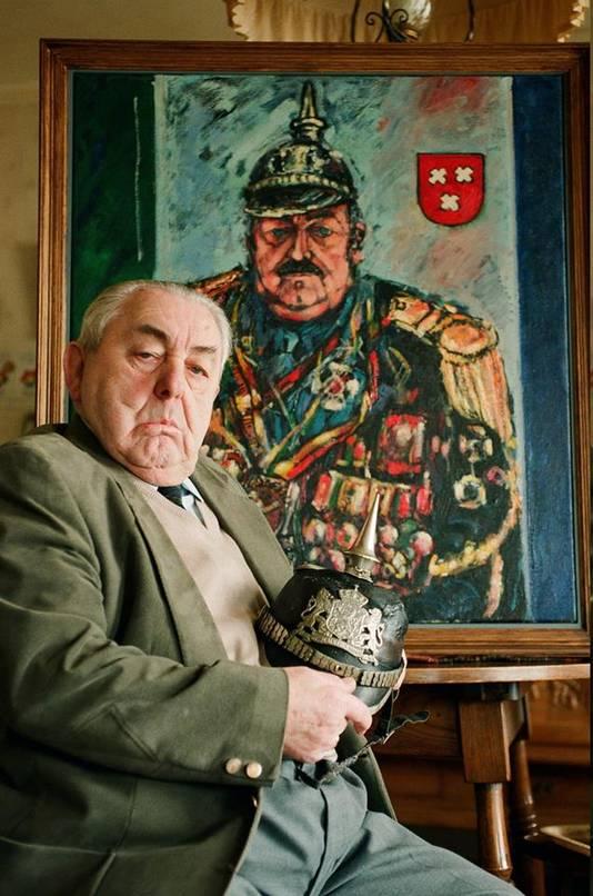 Tuur Piek, de inmiddels overleden legendarische 'pliessie'van het Kielegatse carnaval voor zijn eigen portret