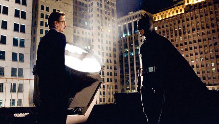 Gary Oldman en Christian Bale in Batman Begins. Beeld