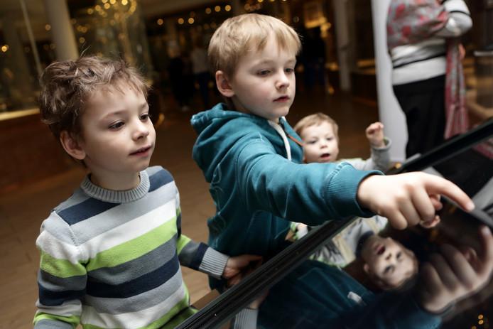 Kinderen in een museum, ter illustratie.