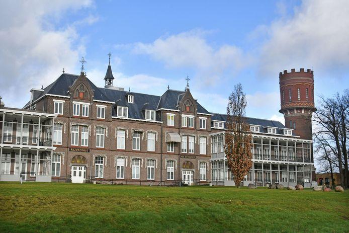 Om het ziekenhuisklokje weer mechanisch te kunnen maken riep Wim Gaalman de hulp van de Oldenzaalse bevolking in.