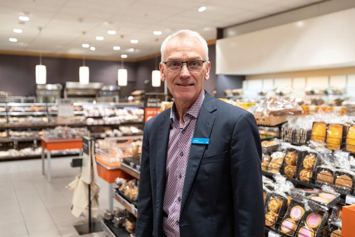 Jos Slutter, bedrijfsleider van Albert Heijn XL. Zijn vestiging gaat vroeger open op zondag: vanaf 9.00 uur.