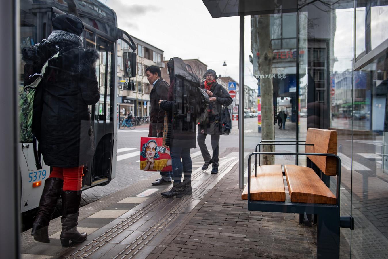 De nieuwe bushokjes van Nijmegen: geen zonnepanelen en sedumdaken maar toch duurzaam.