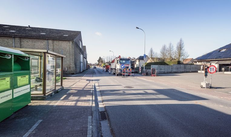 In de Rijksweg, ter hoogte van de Waterstraat, zijn aanpassingswerken gestart om de van de veiligheid van de zwakke weggebruikers te vergroten.