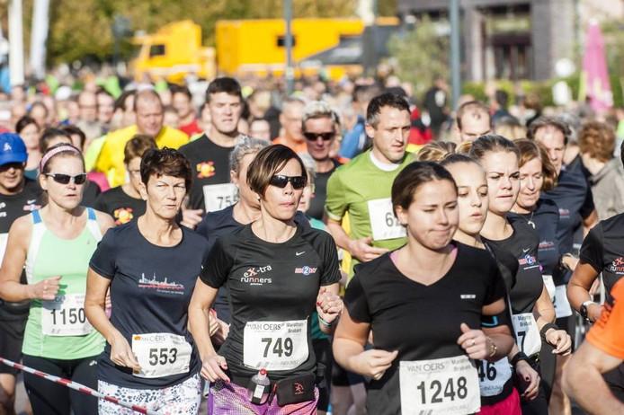 Aan de Van Oers Marathon Brabant deden gisteren 4.352 deelnemers mee. foto Tonny Presser/Pix4Profs