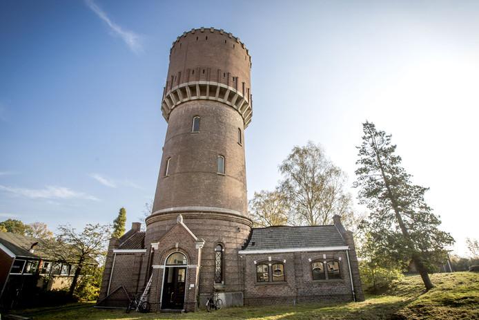 De Watertoren van Hengelo gaat in de verkoop.