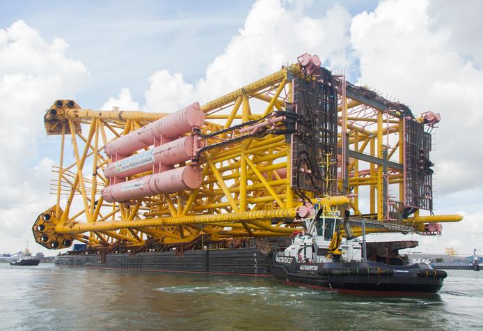 Gistermiddag vertrok het grootste tot nu toe gebouwde jacket vanaf de Heerema locatie naar zee.