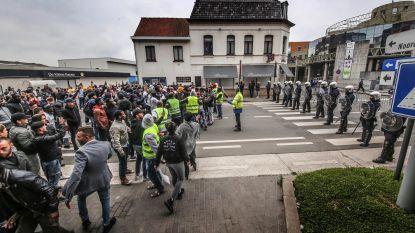 """VIDEO. 6 relschoppers opgepakt na geweld in Roeselare: """"Eén man had duidelijk de bedoeling om agent te doden"""""""