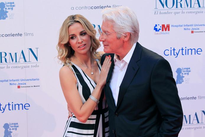 Richard Gere (69) en zijn echtgenote Alejandra Silva (36)