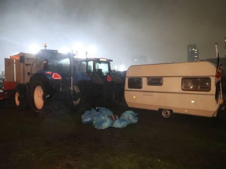 Boeren ontwaken in Den Haag, binnenstad opnieuw afgezet door legertrucks