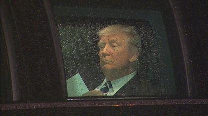 Trump oefent zijn speech in de auto