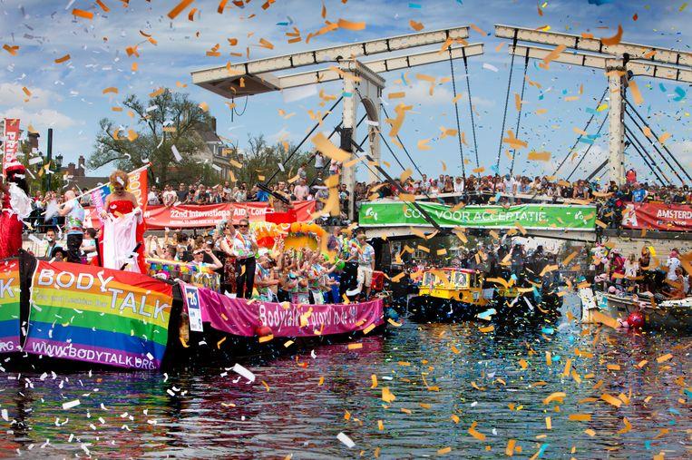 Pride Amsterdam 2017 bij de Magere Brug in Amsterdam. Beeld Maarten Hartman