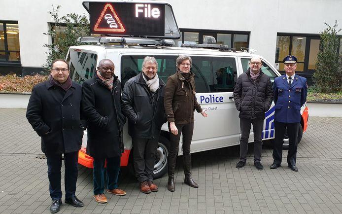 Ook de burgemeesters van de zone West Ahmed Laaouej (Koekelberg), Pierre Kompany (Ganshoren), Hervé Doyen (Jette), Cathérine Moureaux (Molenbeek), en Joël Riguelle (Sint-Agatha-Berchem) waren aanwezig bij de voorstelling van het nieuw systeem.