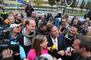 Premier Rutte en landbouwminister Schouten praten buiten het Catshuis met de boeren