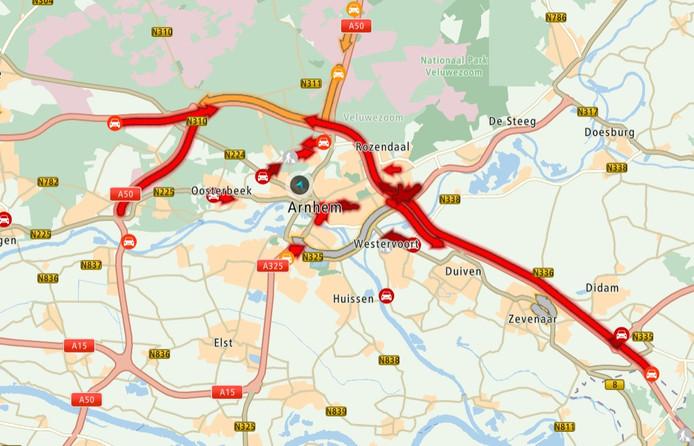 De situatie op de wegen in Arnhem en omgeving rond het middaguur.