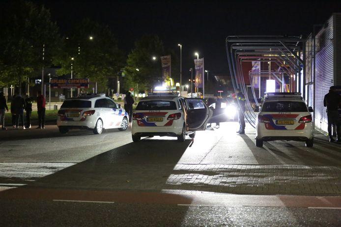 In Nijverdal raakte zondagavond een persoon gewond bij een schietincident. Dat gebeurde bij een carwash op een industrieterrein ten oosten van Nijverdal.