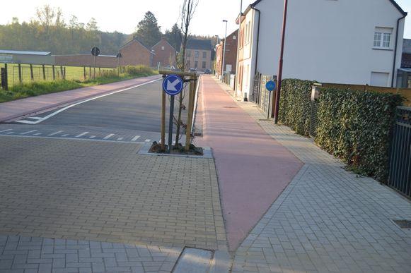 Het nieuwe fietspad loopt van kerk in Messelbroek tot aan de N10.