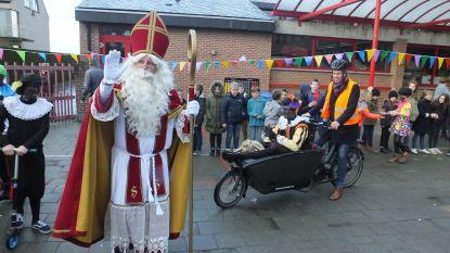 Sinterklaas toont hoe je veilig naar LEERNEst komt