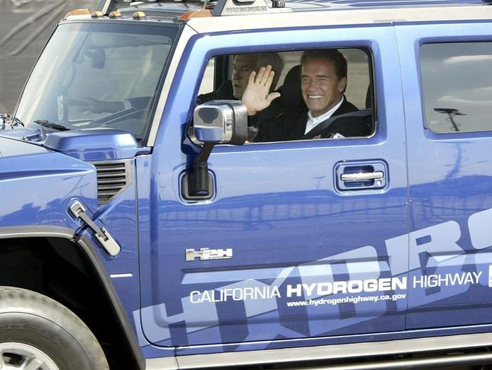 Voormalig gouverneur en acteur Arnold Schwarzenegger bezit meerdere elektrische Hummers, die hij ooit zelf liet ombouwen tot milieuvriendelijke terreinauto's. Sommige rijden op waterstof. (archiefbeeld)