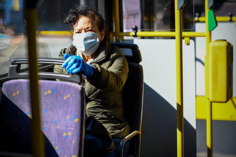 Een mondmasker wordt het nieuwe normaal, zeker op het openbaar vervoer.