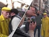 Abu loopt al sinds 1983 met gele kleding door Aleppo