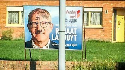 Tweede keer affiche politicus beklad
