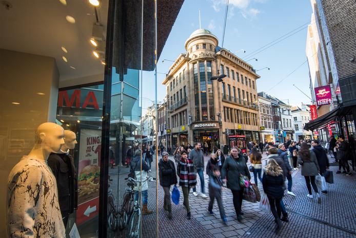 IPTCBron  ROH  drukte met shoppende mensen in binnenstad Arnhem
