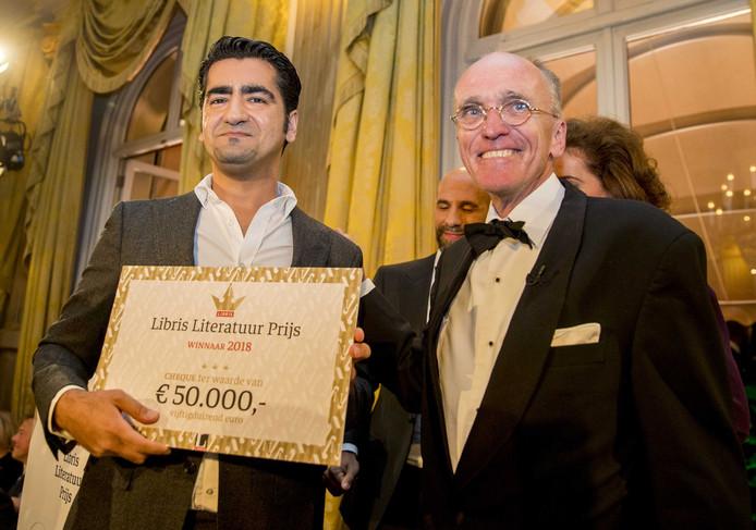 Murat Isik wint met het boek Wees onzichtbaar de Libris Literatuurprijs 2018.