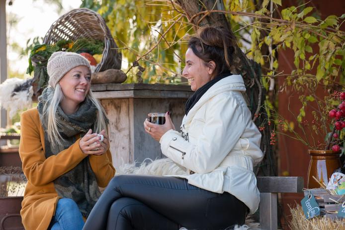Linda Gerritsen en Marja Willems organiseren de winterfair op de Eemlandhoeve.