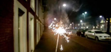 Ondanks autobranden en arrestaties spreekt men in Zutphen en Lochem van een 'rustige jaarwisseling'