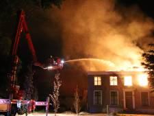 Grote uitslaande brand verwoest monumentale woning in Buurmalsen