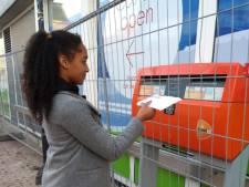 Oeps! Brievenbus in Almelo verstopt achter hek