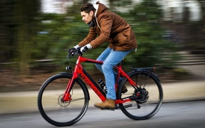 De elektrisch fiets rukt op, maar hoe ver kom je in de praktijk? Met een handige rekentool kun je dat alvast uitrekenen voordat je de fiets koopt.