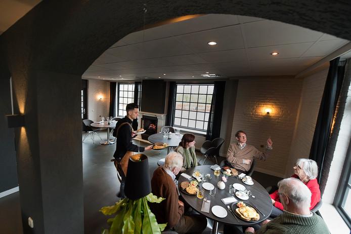 Het interieur van restaurant Rijnzicht.