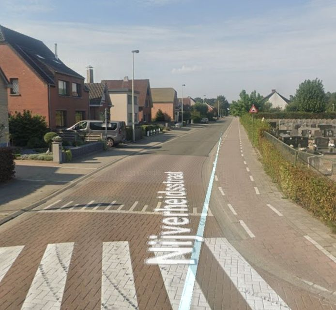 Aan de Nijverheidsstraat in Grobbendonk overleed woensdagnamiddag een vrouw op straat