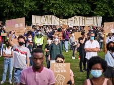 Vrouwen zorgen voor vriendelijk protest: 'Vandaag zijn we hier om te zeggen: Het is genoeg'