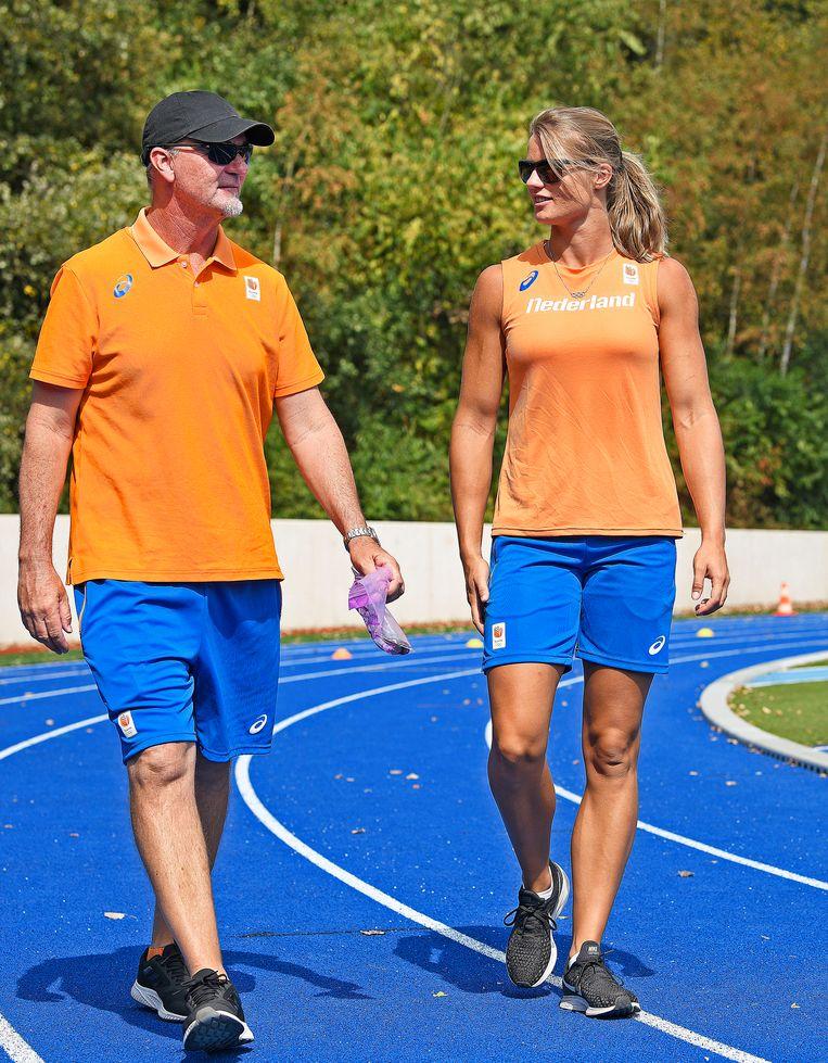 Bondscoach Rana Reider (48) is met Dafne Schippers op zoek naar topvorm. Dinsdag loopt ze op de EK atletiek de 100 meter. Beeld Guus Dubbelman / de Volkskrant