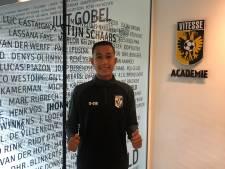 Vitesse geeft contract aan 'echt Arnhems jeugdtalent' Miliano Jonathans
