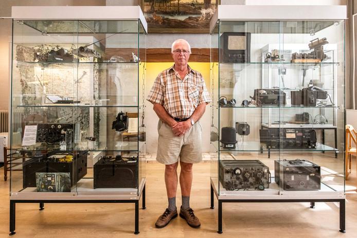 Jan Ottens, verzamelaar van radio-apparatuur, exposeert in Museum Hulst.
