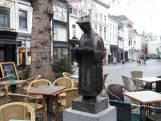 Hij is terug! Sint Ivo kijkt weer uit op de Veemarktstraat in Breda