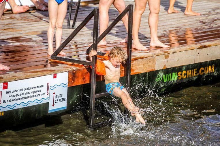 Zwemmers in de Coupure.