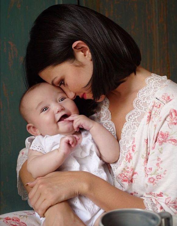 Catherine Harding met dochtertje Ada