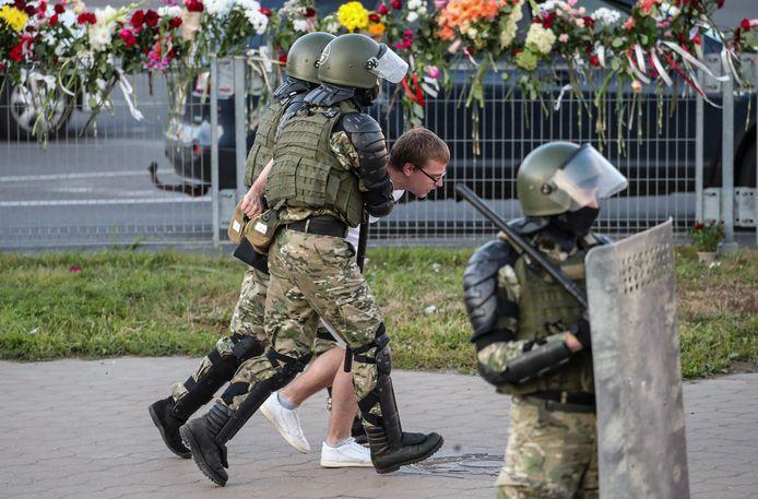 Wit-Russische veiligheidstroepen hebben vannacht en vanmorgen hard opgetreden tegen demonstranten.