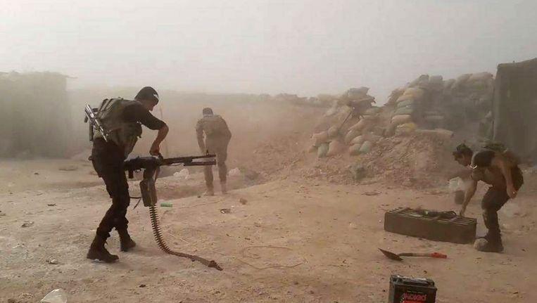 Iraakse troepen strijden tegen IS in Fallujah. Beeld ap