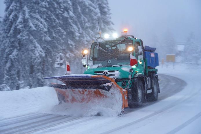 Een sneeuwschuiver in Baden-Württemberg, een deelstaat van Duitsland.