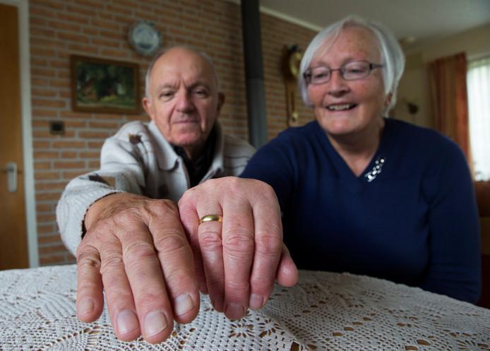 Wim en Gerda Bruil, Wim verloor zijn trouwring op 5 mei in Wageningen. Wie kan hem helpen?