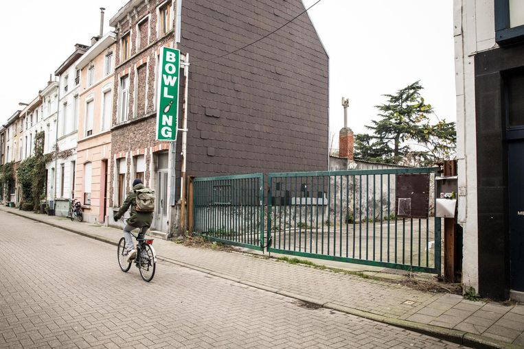 """Waar nu nog bowlinghal De Meibloem staat, wil de stad voor """"extra groen en zuivere lucht"""" in de Brugse Poort zorgen."""