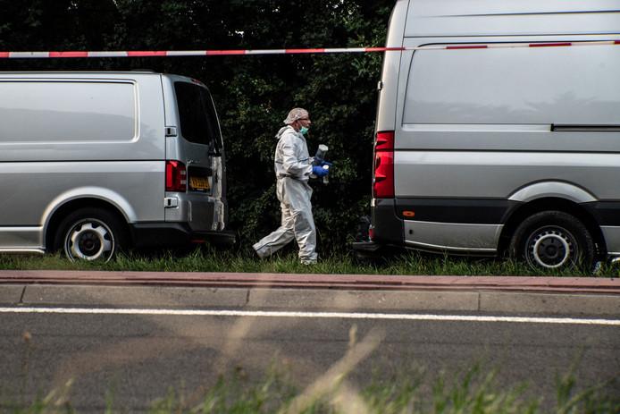 In een bosje aan de Nieuwe Ubbergseweg is een lichaam gevonden. De politie gaat uit van een misdrijf. De omgeving is afgezet met politielint, de technische recherche doet onderzoek.