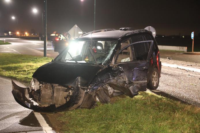 Een van de voertuigen na het ongeval in Oss.