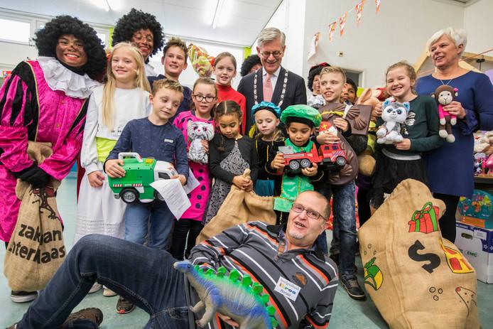 Leerlingen van IKC Floriant hebben speelgoed ingezameld voor speelgoedbank Ikros.